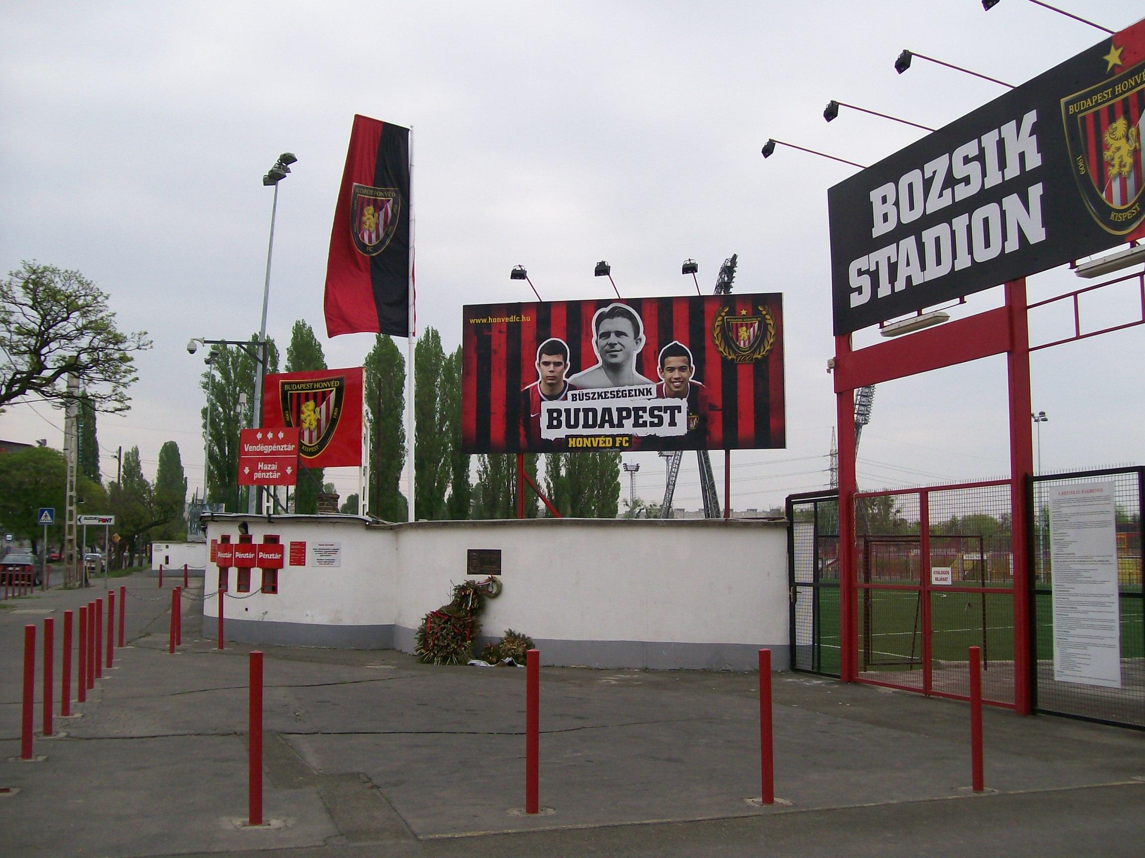 2009 Bozsik  Stadion-főbejárat 02