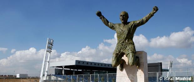 Di Stéfano gólöröme a Vasas elleni meccsen - szobor formájában